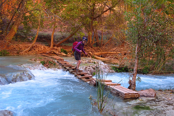 crossing Havasu Creek on the way to Beaver Falls